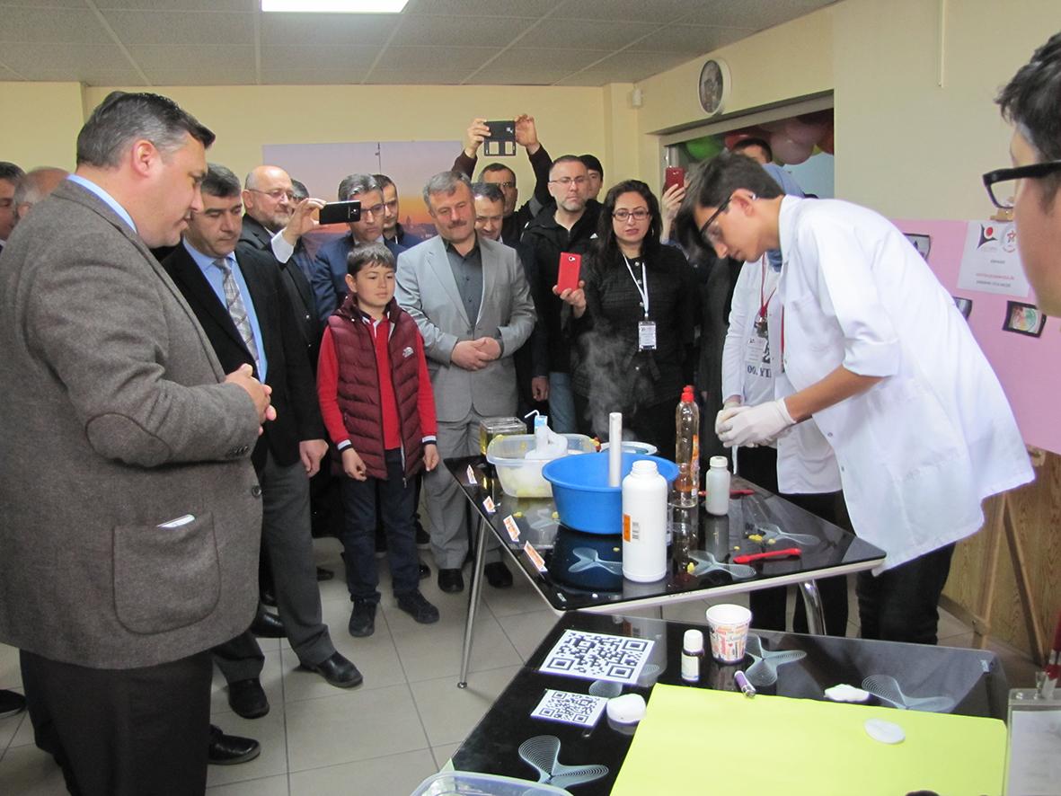 Hatice Kemal Kayalıoğlu Fen Lisesi tarafından düzenlenen Tübitak 4006 Bilim Fuarı Sergisi İlgi Çekti