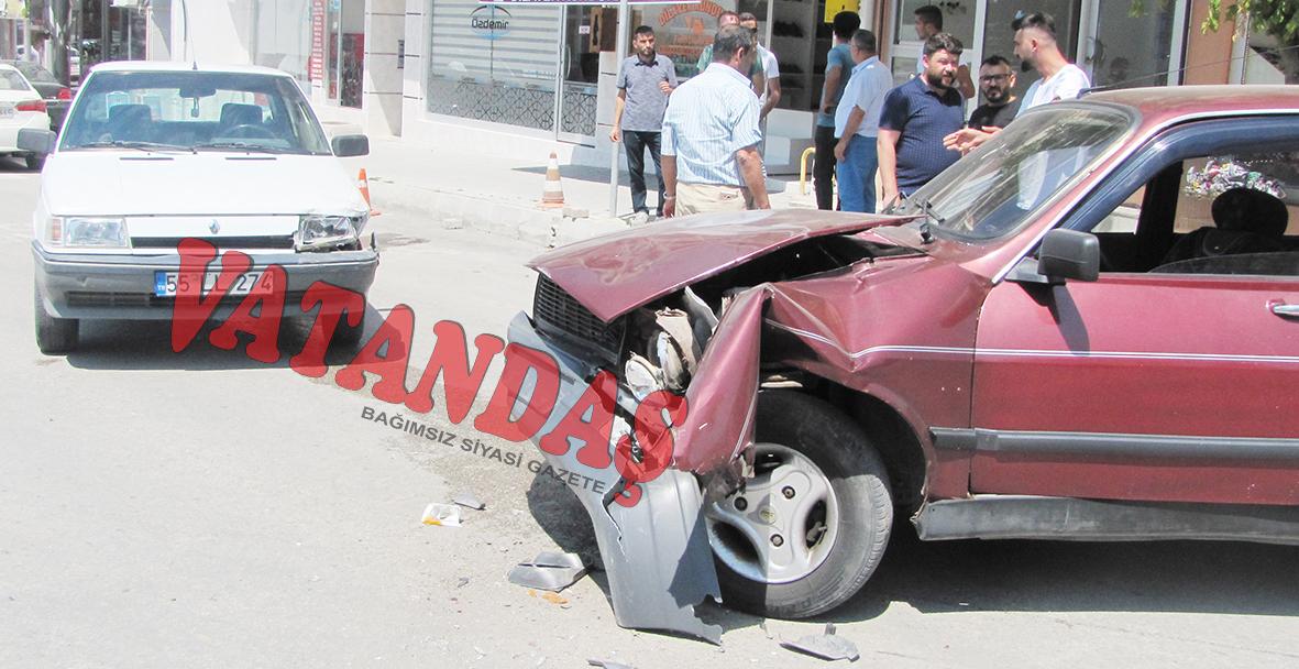 Maddi Hasarlı Kaza Ucuz Atlatıldı