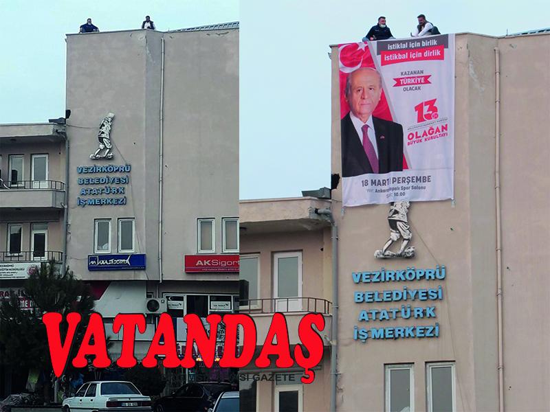 Atatürk, Pankartın Gölgesinde Kaldı